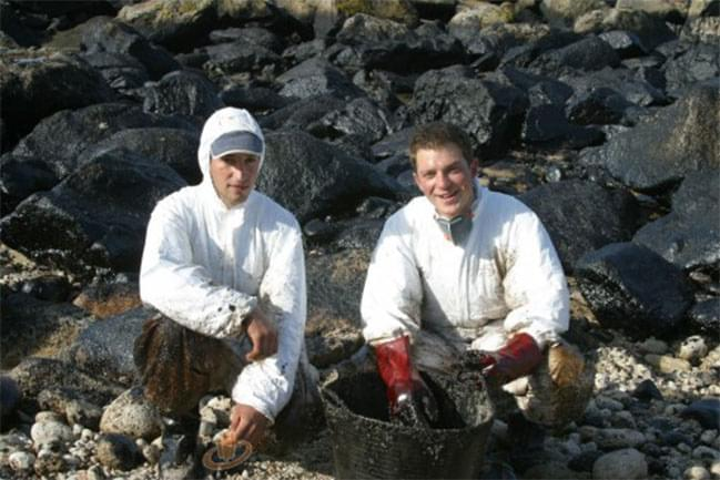 Oil cleaning camp in Spain, 2003